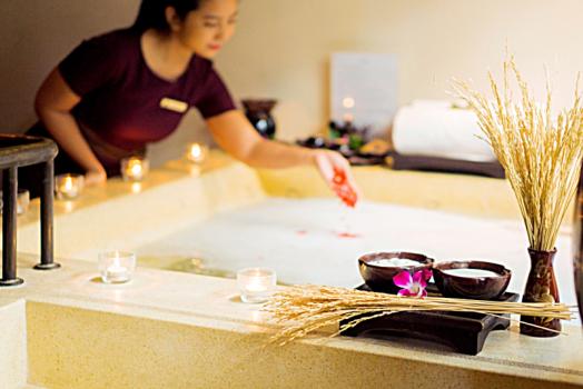 Thailand-bangkok-hotel-anantara-riverside-beer-therapy-3