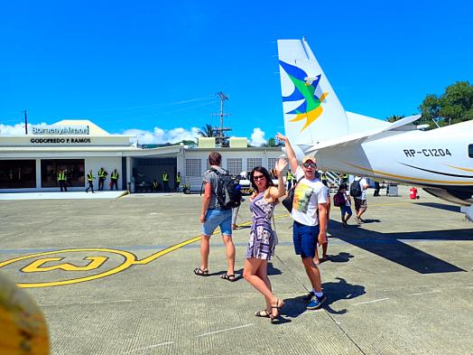 deplaning-air-juan-9-passenger-cessna-caravan-ex-aircraft