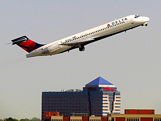 imafe-of-delta-airlines-boeing-717-200-taking-off-at-atlanta-credit-redlegsfan21
