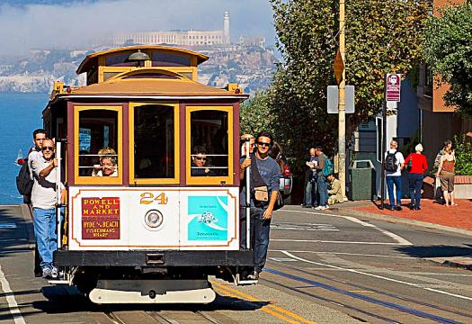 San Francisco Cable Car and Alcatraz photo credit Christian Mehlführer
