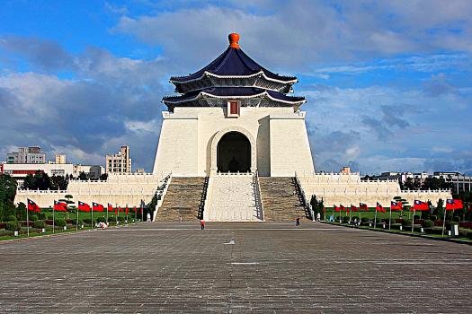 Taiwanx-Chiang-Kai-she-memorial-hall-credit-angmokio