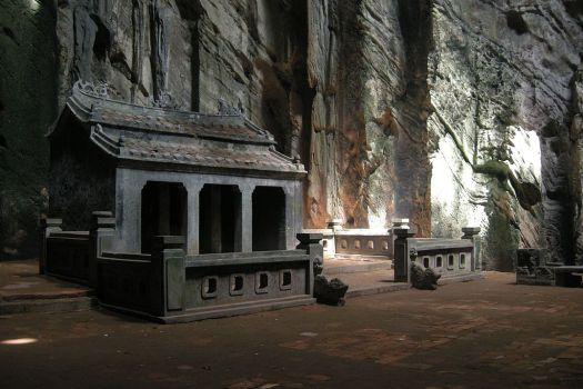 Vietnam-Danang-LuckyTemple-Huyen-Khong-Cave-Marble-Mountains