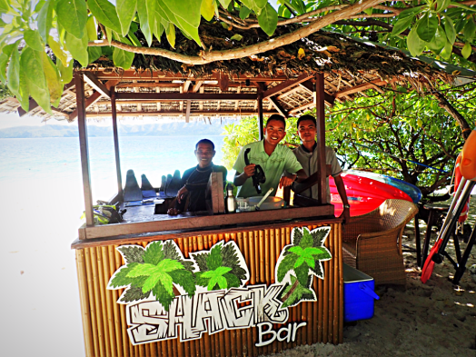 image-of-beach-bar-in-palawan-philippines