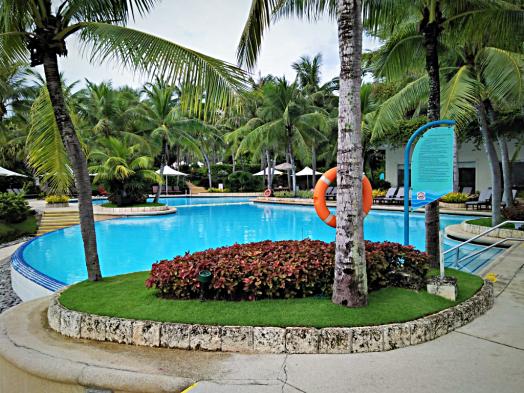image-of-swimming-pool-at-cebu-hotel