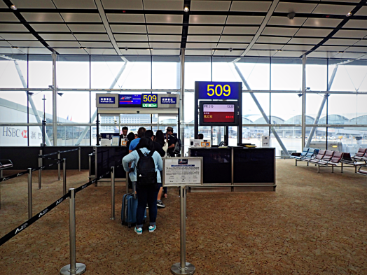 image-of-gate-at-hong-kong-international-airport-manila-by-accidental-travel-writer