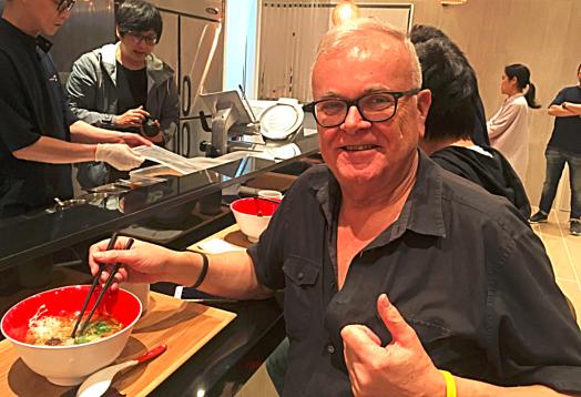 travel-blogger-sampling-japanese-noodles-credit-www.accidentaltravelwriter.net