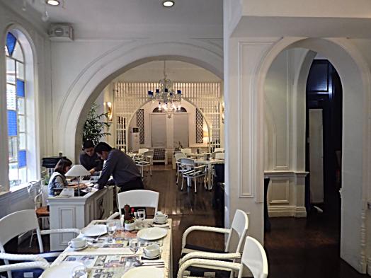 alicia-cafe-orchid-garden-suites-manila-credit-www.accidentaltravelwriter.net
