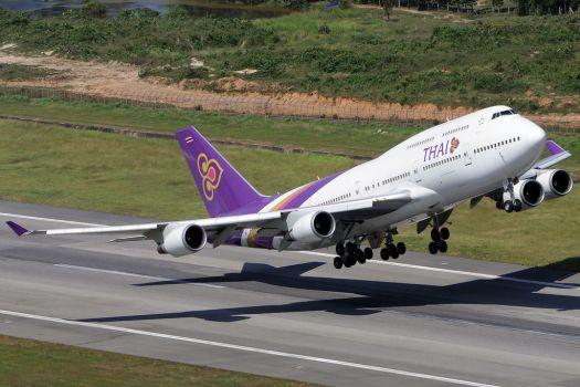 Aviation-thai-airways-boeing-747-phuket-airport-credit-richard-vandervord