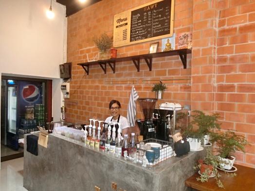 hawt-cafe-serves-great-coffee-in-bangkok-thailand