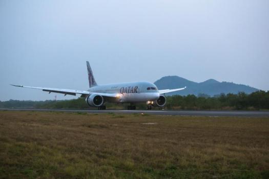 image-of-qatar-airways-boeing-787-dreamliner-landing-at-u-tapao-airport-thaland