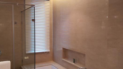 oriental-residences-bangkok-grand-deluxe-room-bathroom