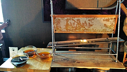 Thailand-bangkok-hotel-muse-breakfast-buffet-honeycomb