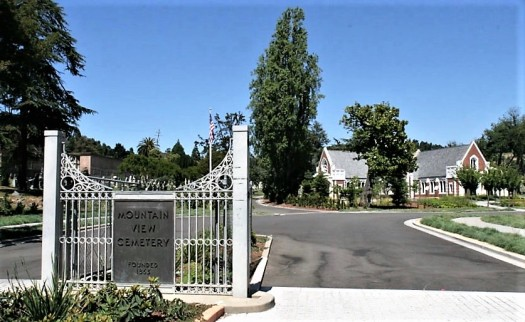Usa-oakland-mountain-view-cemetery-front-gates-credit-Mactographer