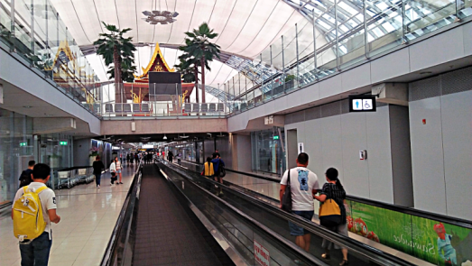 bangkok-international-airport-concourse-credit-www.accidentaltravelwriter.net