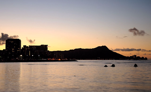 Usa-hawaii=diamond-head-at-sunrise