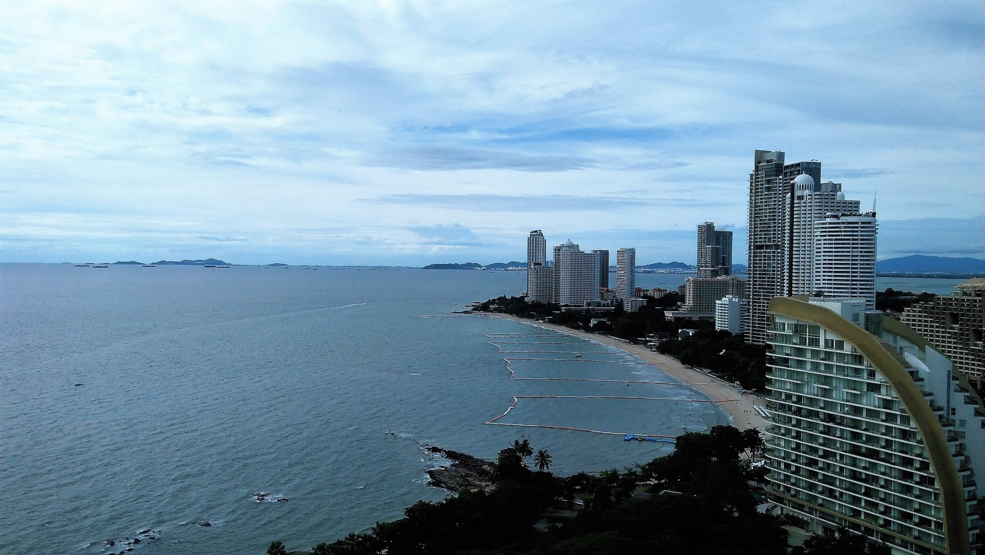 image-of-pattaya-bay-viewed-from-high-rise-hotel