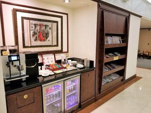 image-of-emirates-airline-hong-kong-airport-business-class-lounge-coffee-tea-soft-drinks-beer