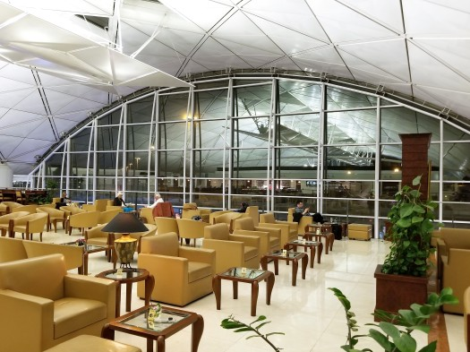 image-of-emirates-airline-hong-kong-airport-business-class-lounge-seating