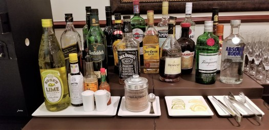 image-of-emirates-airline-hong-kong-airport-business-class-lounge-spirits