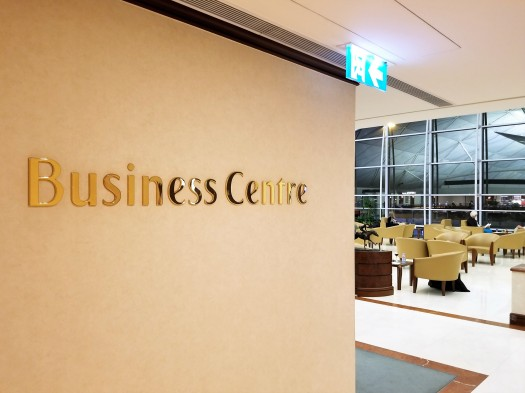 image-of-emirates-airline-hong-kong-airport-business-class-lounge-business-centre