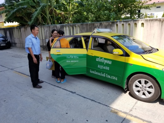 image-of-thai-taxi-and-taxidriver