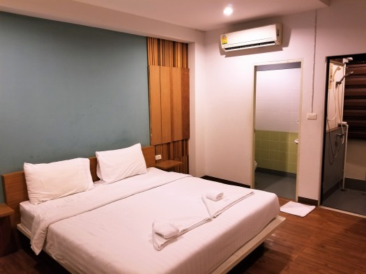 image-of-king-one-apartment-bed