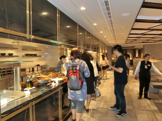 image-of-paid-in-lounge-at-hong-kong-international-airport