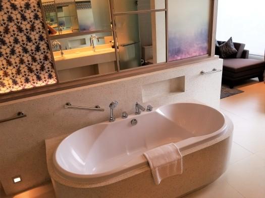 image-of-amari-ocean-pattaya-resort-hotel-bathtub