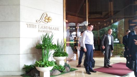 image-of-the-landmark-bangkok-hotel-entrance