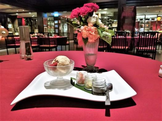 thailand-pattaya-restaurant-mantra-caramel-ice-cream