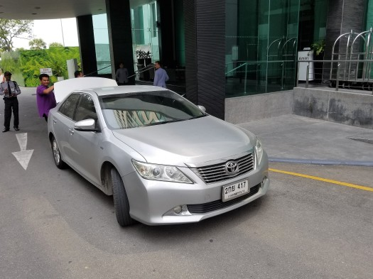 image-of-taxi-arriving-at-amari-ocean-pattaya-resort-hotel